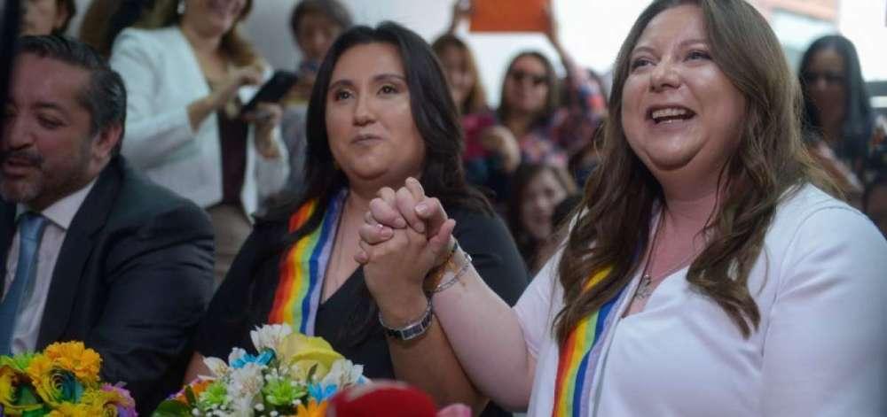 Pamela Troya se vuelve loca e insulta llamando hijos de puta a los LGBT luego de su divorcio