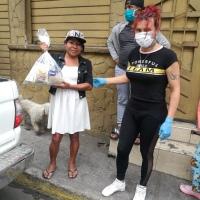 Colectivo de Tungurahua dona alimentos a LGBT