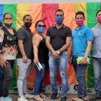 #Ecuador| Patricio Pareja Presidente de Asoc. Bares y Discotecas, la Reina de la Comunidad, y Zack Elías Mr. Trans, entregaron alimentos