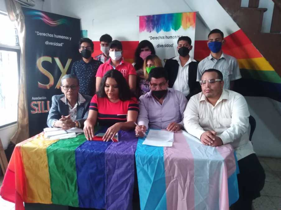 Rueda de Prensa - ACCIÓN DE PROTECCIÓN CONTRA EL CONSEJO PARA LA IGUALDAD DE GÉNERO PARA LA CONFORMACIÓN DEL CONSEJO CONSULTIVO LGBTI - Asociación Silueta X - Campaña Tiempo de Igualdad (5)